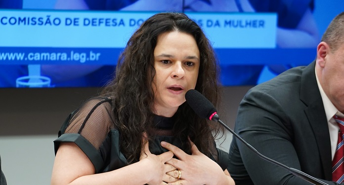 Janaina Paschoal Usa Redes Para Rejeitar Volta de Cassinos no Brasil