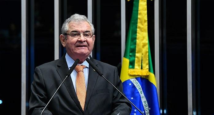 Senador Propõe 'Aproveitar Reformas' para Regulamentar Jogo no Brasil