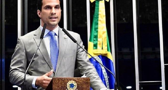 Senador Mostra Proposta de Resorts Integrados a Presidente da Embratur