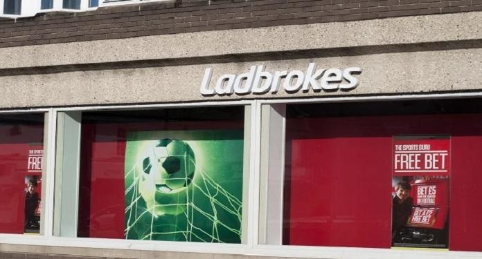 Anúncio da Ladbrokes é proibido no Reino Unido por 'exibir problemas com jogo'