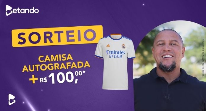 Betando-is-drawing-official-shirt-of-Real-Madrid-autographed-by-Roberto-Carlos